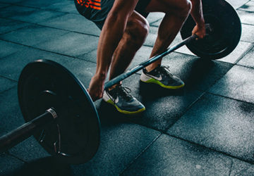 how weight lifting helps muscle building